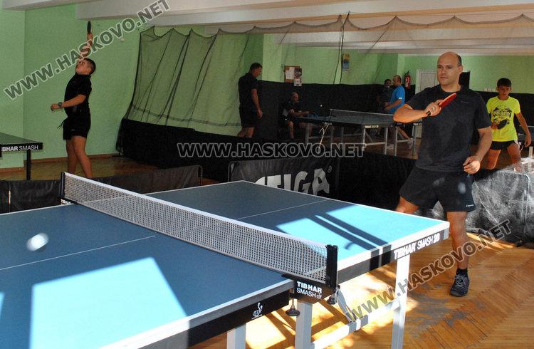 Пожарникари в турнир по тенис на маса за професионалния си празник