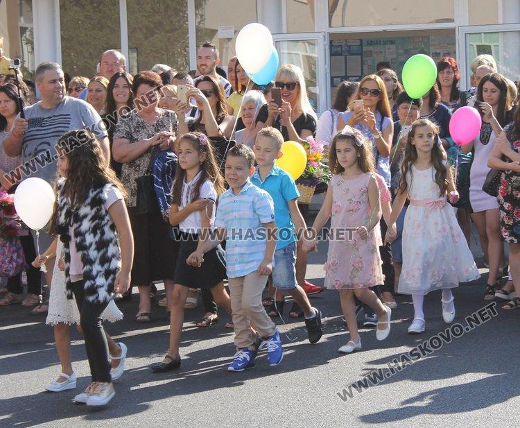 Каравеловци набраха 603 лв. за болни деца в първия учебен ден