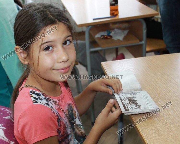 396 третокласници получиха книжки със заветите на хан Кубрат