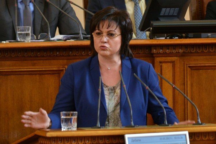 Нинова към Борисов от НС: Днес вашите ви свалят от пиадестала