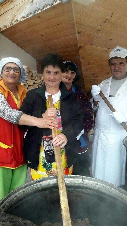 Четири деца, църква и джамия с помощ от даренията от общоградския курбан на Чепеларе