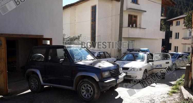 Колата на Пашов затвори за движение малката уличка зад къщата му