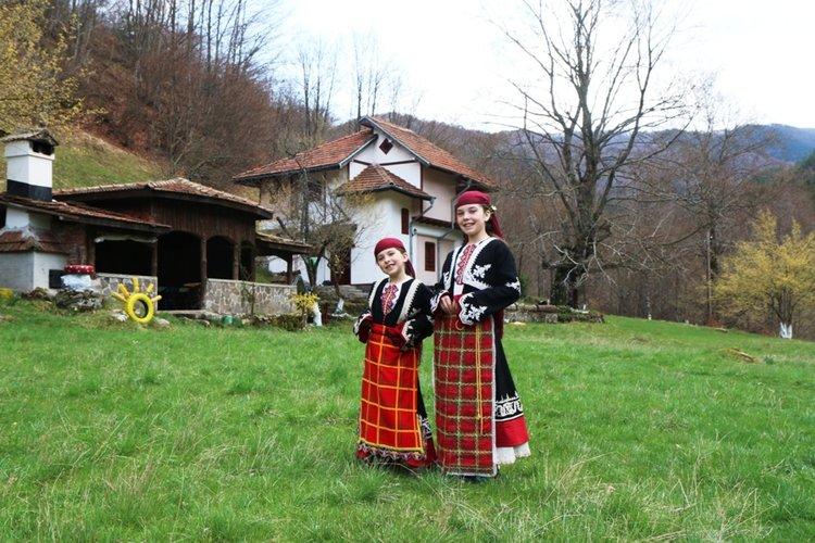 Елис и Ая от село Войкова лъка, Рудоземско