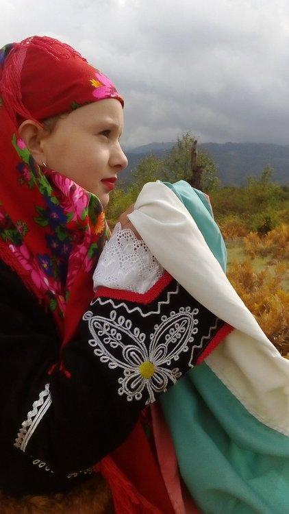 Сара Яворова Кисимова е на 10 години от с.Елховец, община Рудозем