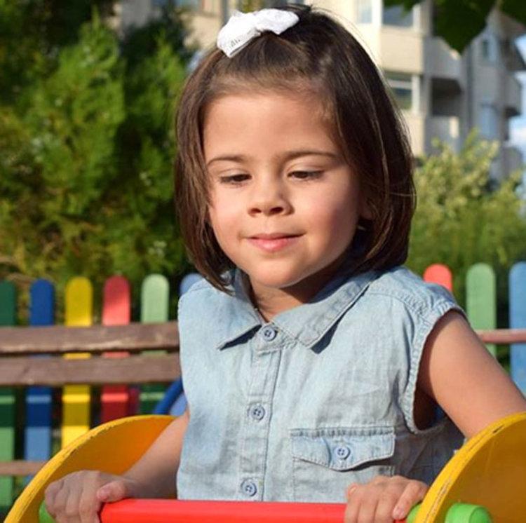 От подкрепа се нуждае семейството на 4-годишно момиченце от Димитровград, което мечтае то да проходи