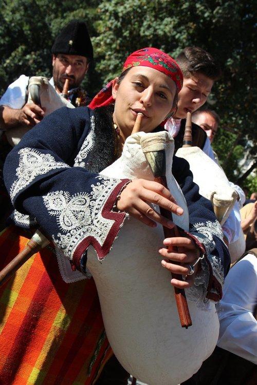 Няма песен в Родопите без гайда