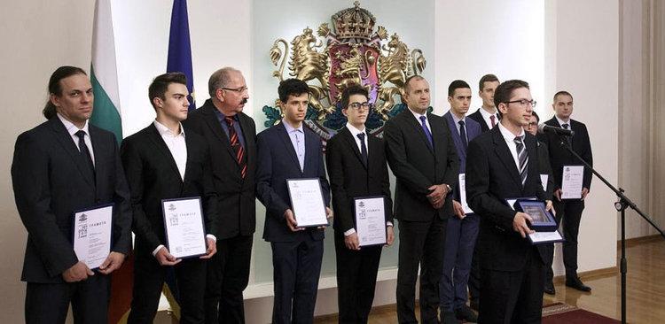 """Президентът връчи Наградите """"Джон Атанасов"""""""