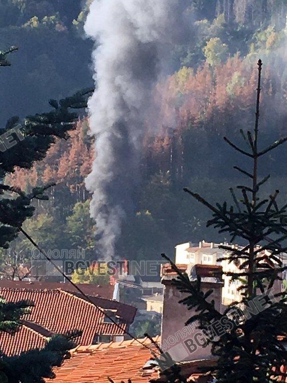Пожар гори в магазин в Смолян
