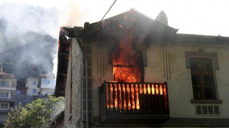 Къща горя в джебелското село Устрен