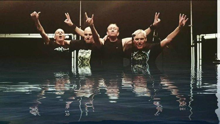 Хасковлия води в България лондонската си група с екс барабаниста на Айрън Мейдън Дъг Сампсън