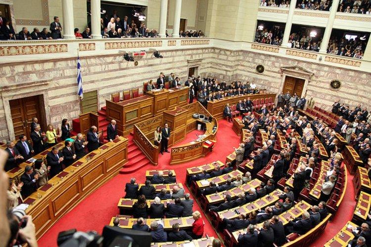Гърците в чужбина да гласуват на избори, предлага опозицията