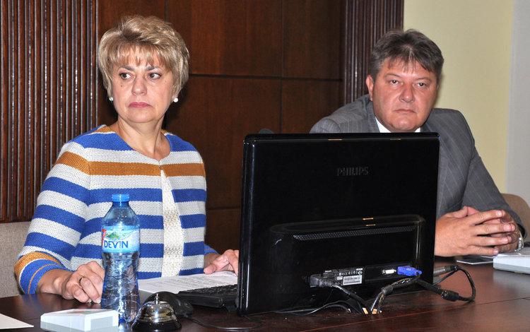 Таня Захариева на сесията на 29 септември, когато съобщи, че сезира прокуратурата за подписа-печат