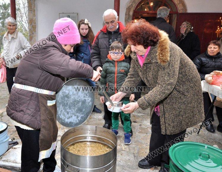 Почетоха Св.Мина с литургия в параклис край Димитровград