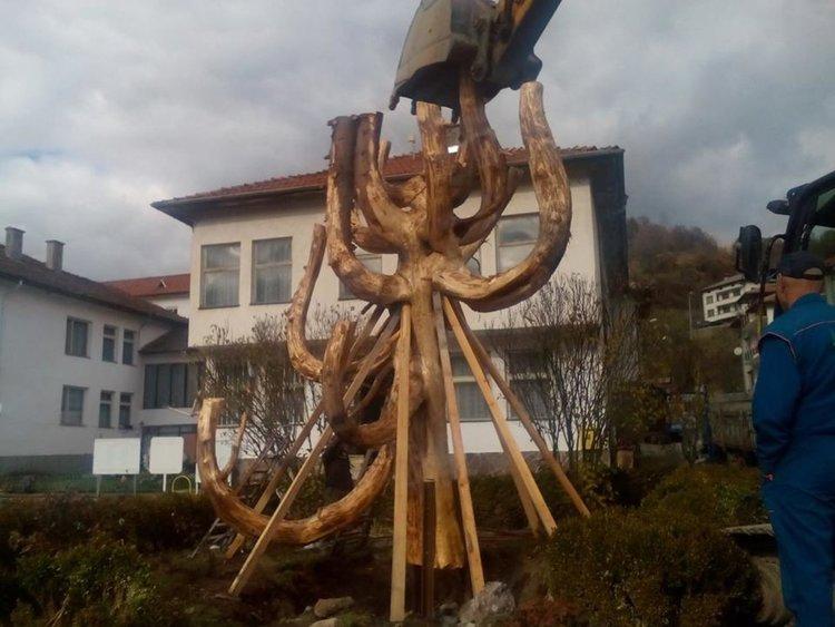 Дървена пластика за Гинес изработват в Могилица