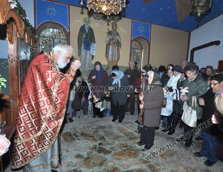 Архиерейски наместник Георги Тодев отслужи тържествена литургия
