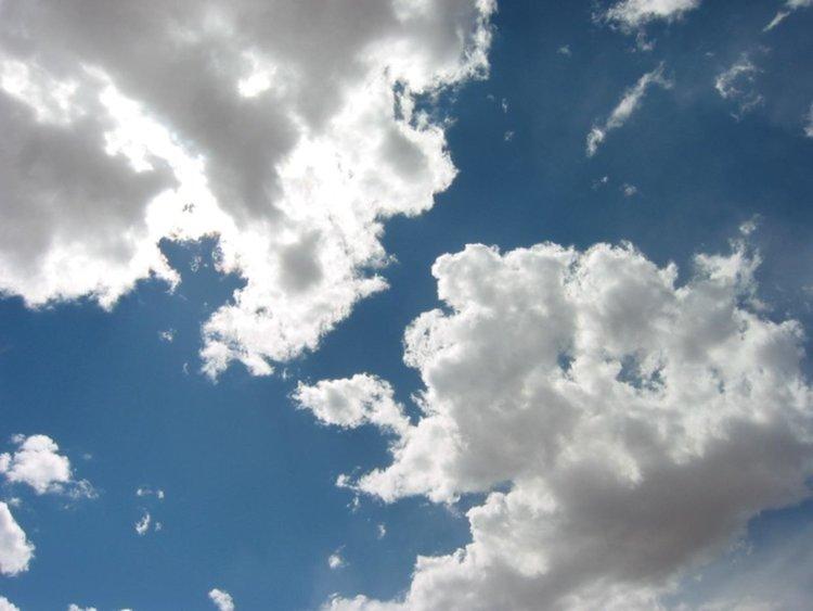 Предимно облачно в събота, вероятност за валежи вечерта