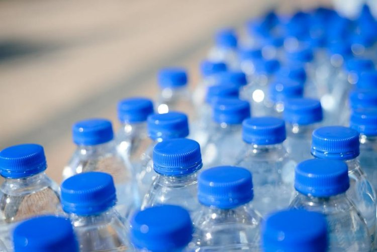 Бирената дарява 400 000 литра бутилирана трапезна вода на Хасково
