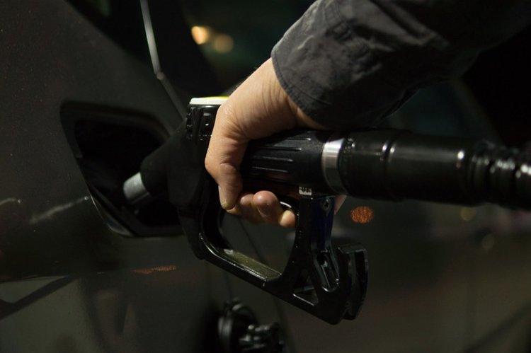 Митничари иззеха горива без акциз при проверка на безиностанции, включително в Асеновград