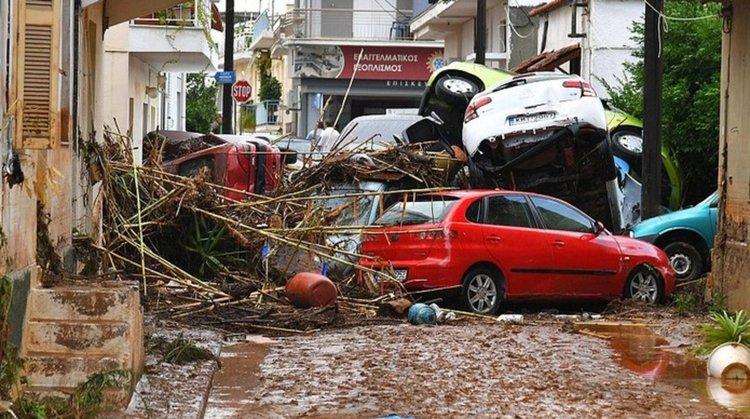 Ураганът Евридика връхлетя гръцки остров (видео)