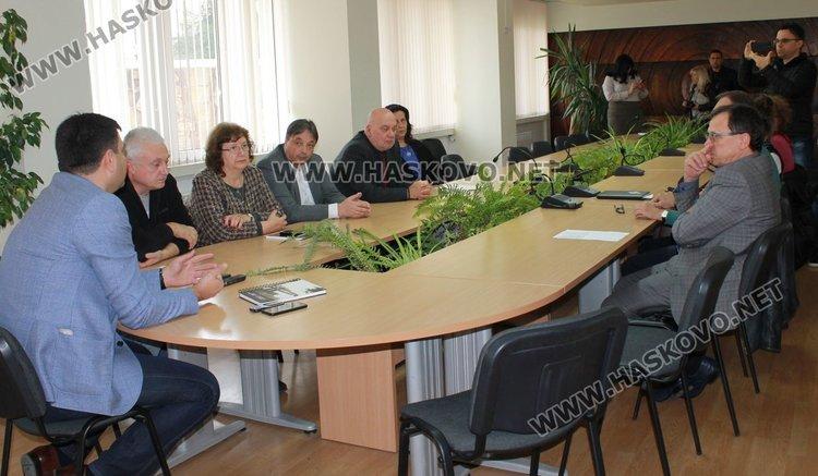 """Мерки за стабилизиране състоянието на МБАЛ """"Св.Екатерина"""" бяха набелязани на среща в Общината днес"""