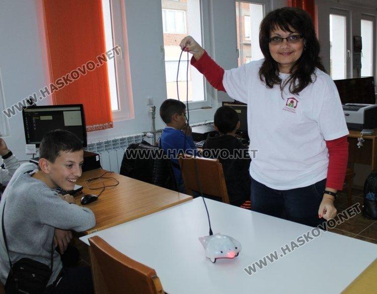 Общо 262 деца са преминали обучение с финч роботите тази година, снимка -архив
