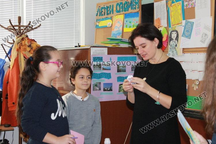 Каравеловци посрещнаха поетеса от Стара Загора