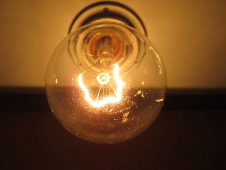 Българските домакинства ползват най-евтиния ток и газ  в ЕС