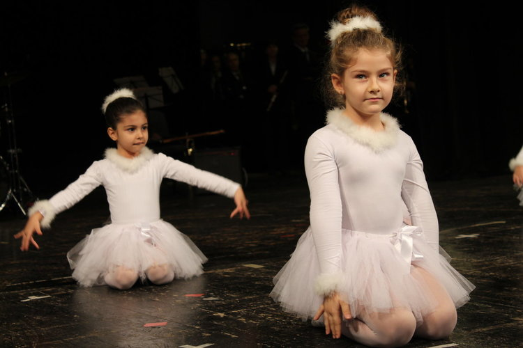 400 деца в Хасково са с увреждания, поздравиха ги с концерт
