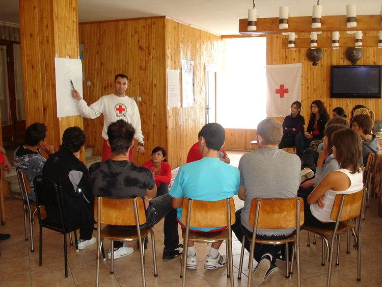 472 червенокръстци отбелязват Международния ден на доброволеца в Първомайско