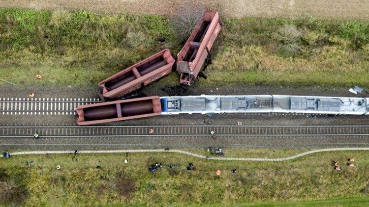 Катастрофиралият влак в Германия бил на  грешни релси