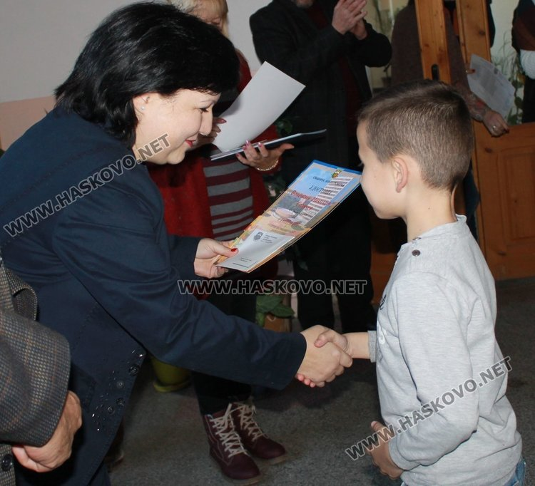 """Наградиха децата с изявени дарби от СУ """"Любен Каравелов"""""""