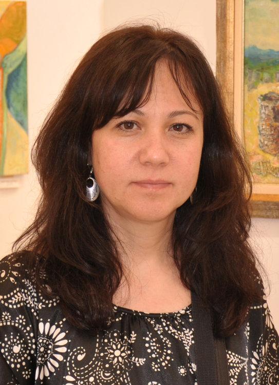 Авторката на картините има родствена връзка с уста Славо по линия на съпруга си
