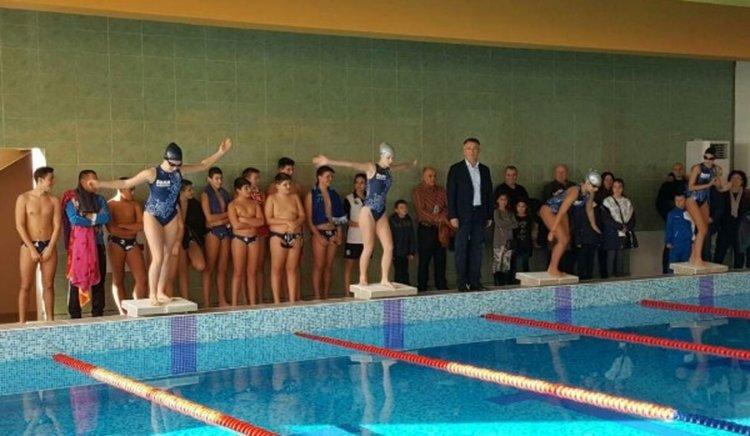 Кърджалийци ще плуват безплатно в закрития басейн цял месец, правото-бонус от общината