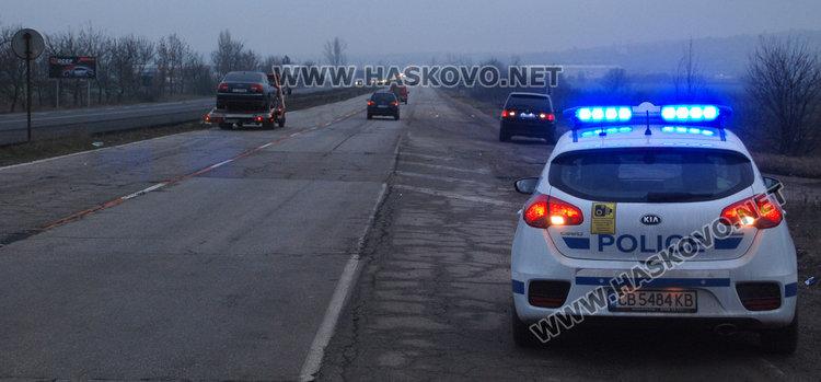 Ауди А8 се вряза във Форд на инвалид край Хасково