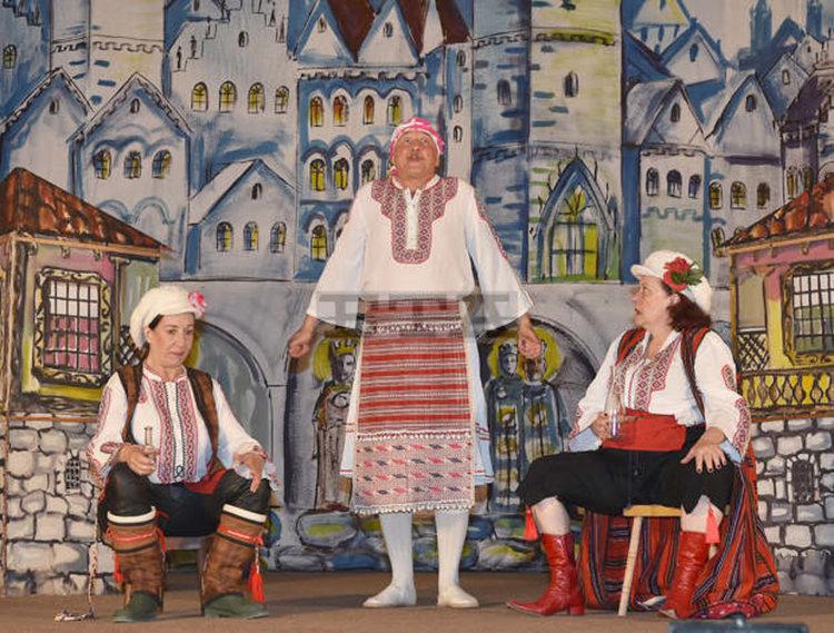 """С постановката """"Женско царство"""" на театър """"Искри и сезони"""" ще бъде открита театралната 2018 година в ОДТ """"Ап.Карамитев"""""""