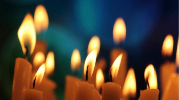 Месопусна Задушница е, запалете свещ за починалите