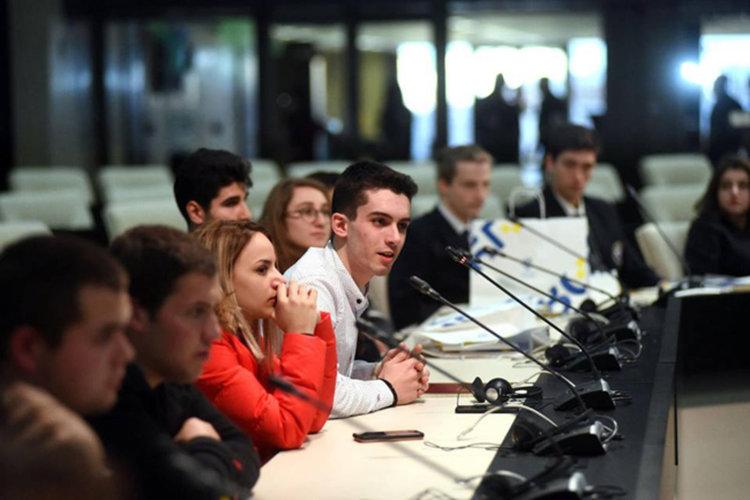 Цвета Караянчева посрещна повече от четиридесет млади кърджалийци в Народното събрание