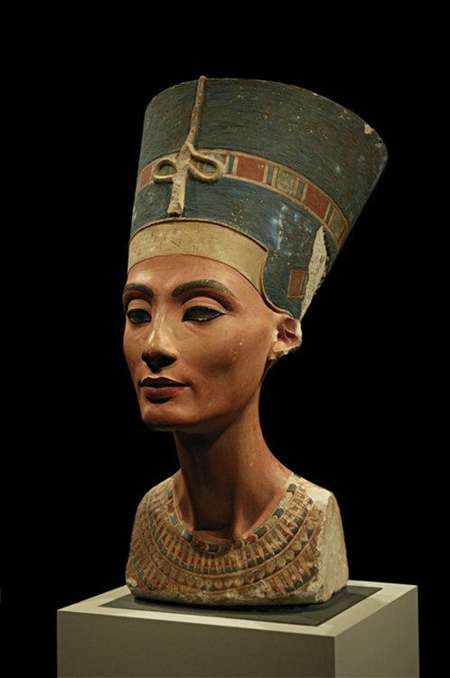 Нефертити - скулптура, смятана за шеджовър, създадена от нейн съвременник