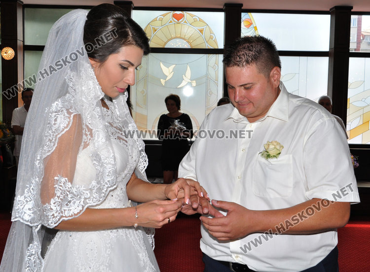 4 двойки сключват брак в Деня на влюбените в Хасково