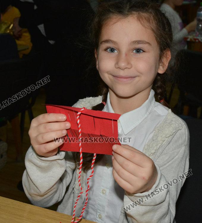 Климентовци заплетоха бели и червени конци за Баба Марта в библиотеката