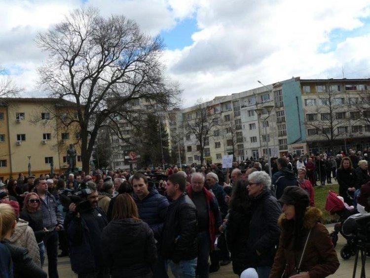 Стотици се събраха на протест срещу пернишкия ТЕЦ