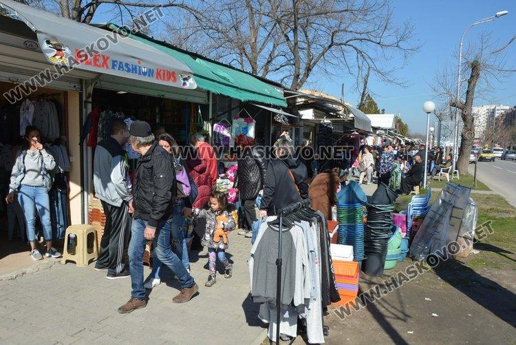 Поредните фалшиви стоки конфискува полицията на Неделен пазар