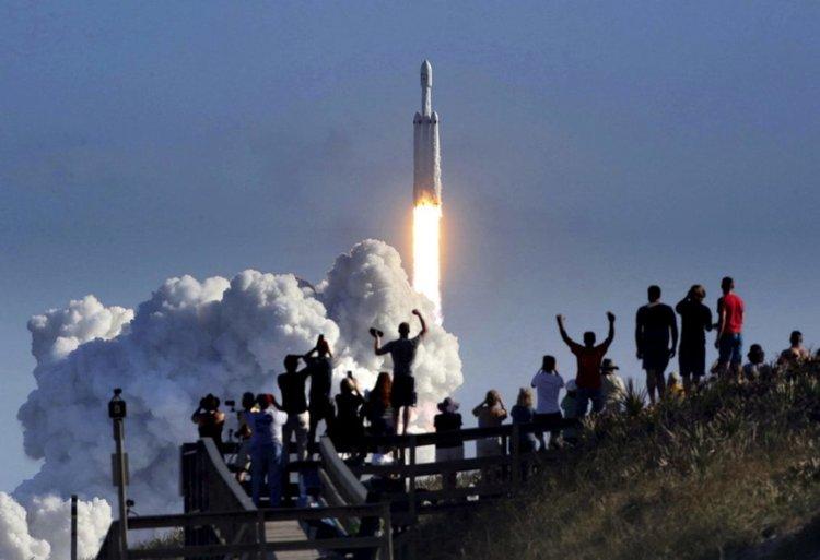 SpaceX ще изстреля три ракети за седмица, шест за месец (видео)
