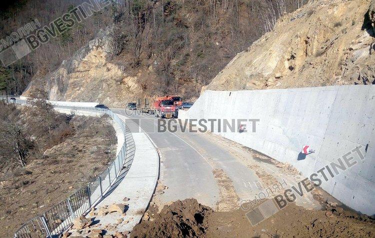 Отвориха пътя Смилян-Рудозем-от там ще минава целият трафик до решение на проблема със срутището край Тикале