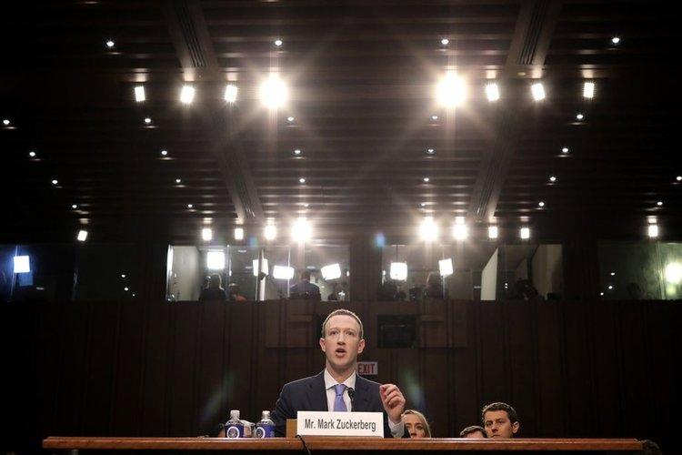 Зукърбърг намекна за платен Facebook