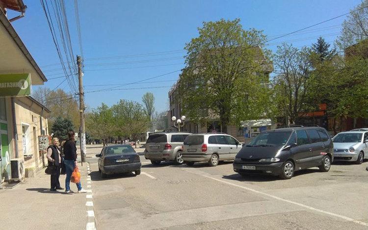 Липсата на паркоместа поставя въпроса за платен паркинг