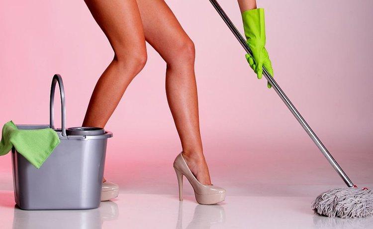 Голи чистачки разтребват дома или офиса за 45 паунда на час