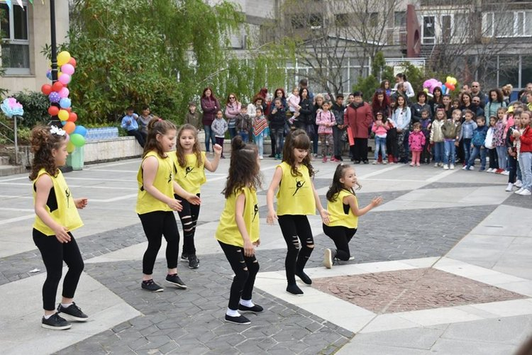 """За трета поредна година """"Брилянтин"""" забавлява децата на Асеновград"""