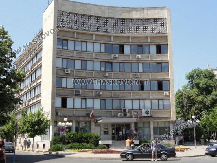 10 данъчни от Хасково чакат предизвестия за съкращение