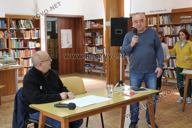 Благодарности за визитата на писателят в Димитровград отправи пом.директорът на училището Митко Дерменджиев.